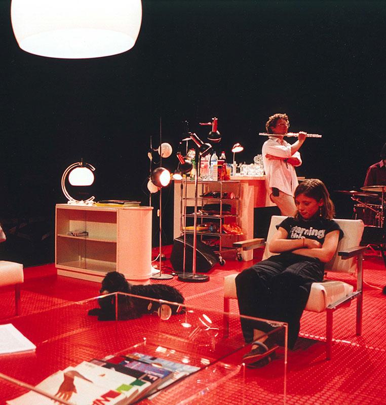 «Pendant la nuit», une pièce de théâtre d'Eric DeVroedt, avec AnnelisHERFST et Dick VANDENTOORN, dans laquelle joue le Trio Berg Jeanne Surmenian